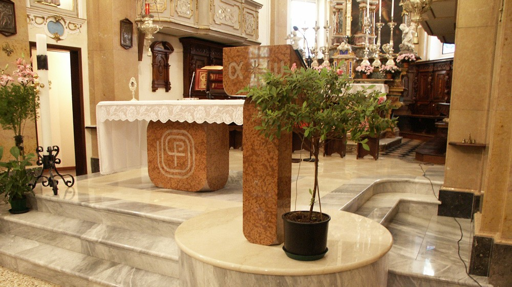 La Chiesa Parrocchiale interno